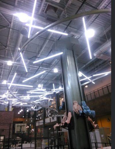 Подвесные световые трубки в интерьере