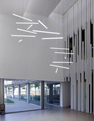Подвесной интерьерный светильник в виде светодиодной трубки